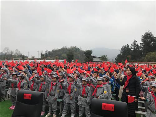 贵州凤冈天桥红军小学授旗授牌感恩捐赠仪式在贵州省遵义市凤冈县举行