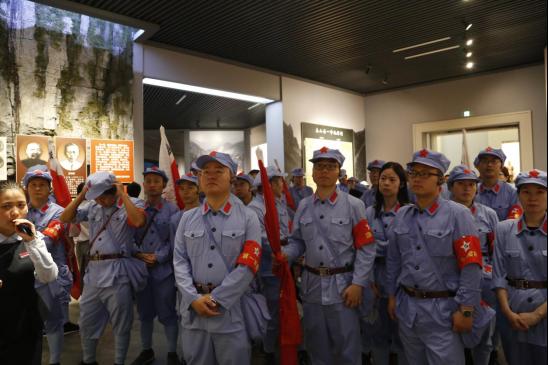 参观娄山关战役纪念馆