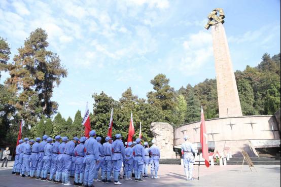 瞻仰紅軍烈士紀念碑