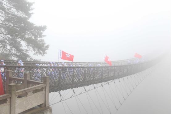 霧氣彌漫的長空橋