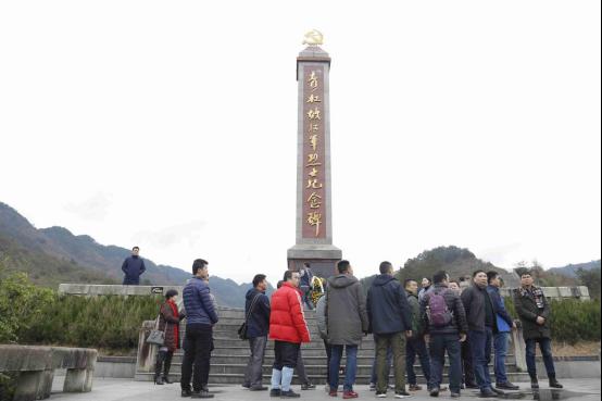 瞻仰青杠坡戰役紀念碑