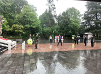 江苏省军区司令员张黎鸿一行瞻仰遵义红军山烈士陵园