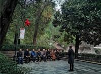 遵义市爱国拥军促进会深入红军烈士陵园瞻仰红军烈士的英魂气魄