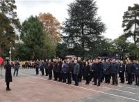 最高法院领导干部一行赴遵义红军山烈士陵园参观学习