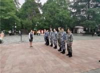 海军政治部一行瞻仰遵义红军山烈士陵园