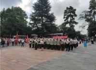 贵州省荣誉军人康复医院一行瞻仰红军山烈士陵园